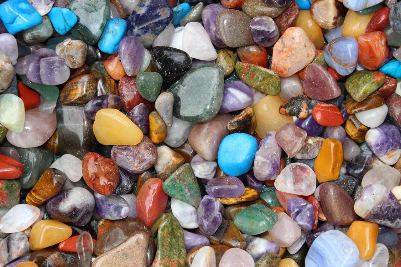 6月の誕生石アレキサンドライトの価値を知る事と誕生石のプレゼント